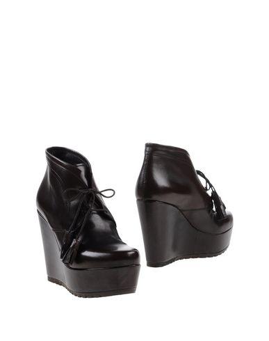 Полусапоги и высокие ботинки от FEMME