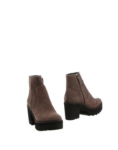 Полусапоги и высокие ботинки от BIBI LOU