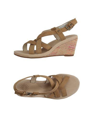 ugg-australia-sandals-female