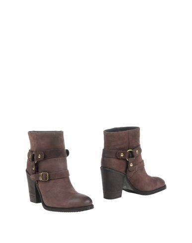 paola-ferri-ankle-boots-female