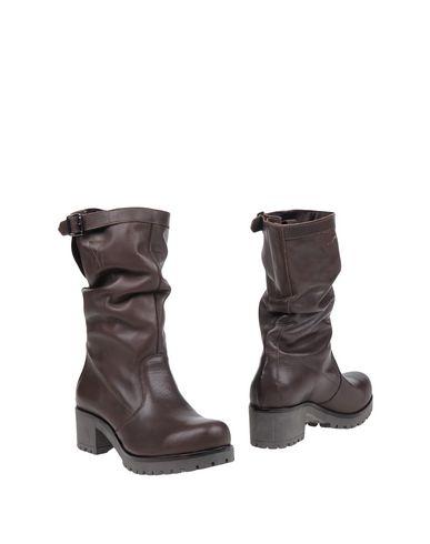ant-ima-boots-female