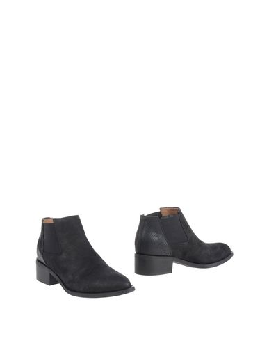atelier-content-ankle-boots-female