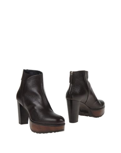 poins-quintana-ankle-boots-female