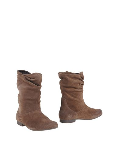keys-ankle-boots-female