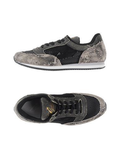 luxury-fashion-low-tops-trainers-female