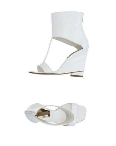 stephen-venezia-sandals-female
