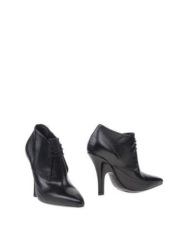 stephen-venezia-shoe-boots-female