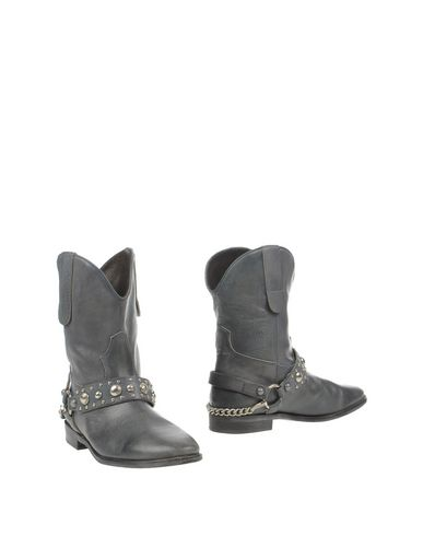 frida-ankle-boots-female