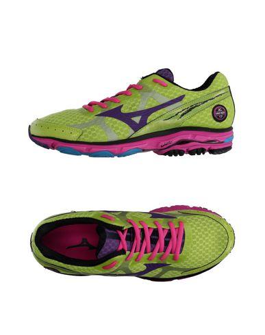 Низкие кеды и кроссовки MIZUNO 11054257NL