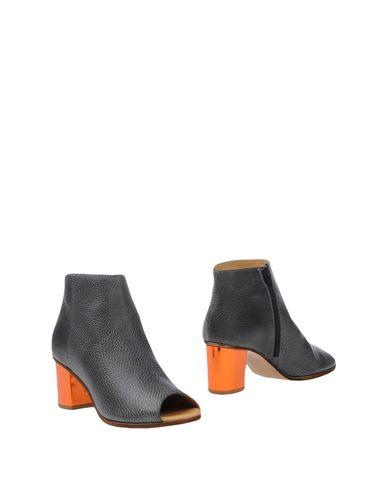 Полусапоги и высокие ботинки от MM6 BY MAISON MARGIELA