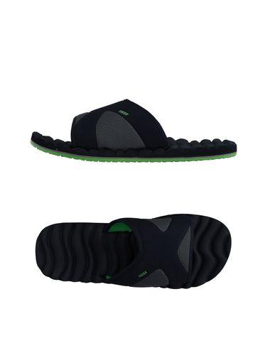 reef-slippers-male
