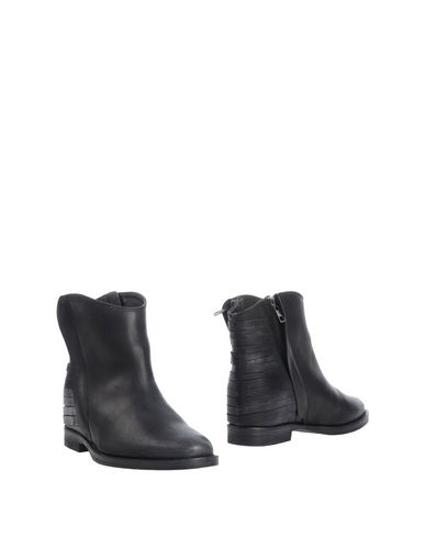 abbot-kinney-ankle-boots-female