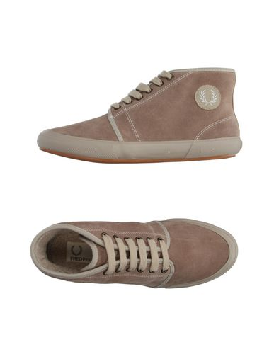 ������� ���� � ��������� FRED PERRY 11071058PU