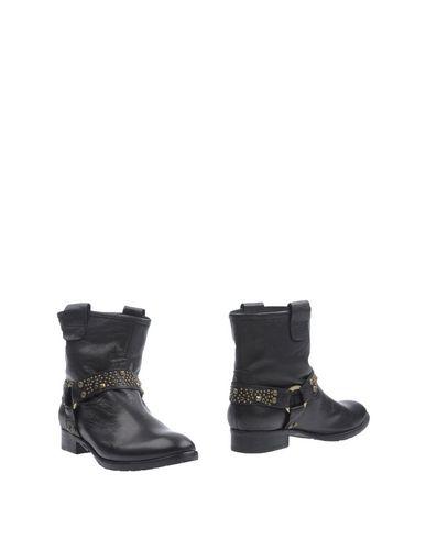 rebecca-white-ankle-boots-female