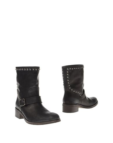 hobb-ankle-boots-female