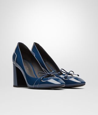CHERBOURG PUMPS IN PACIFIC MIST PATENT CALF, INTRECCIATO DETAILS