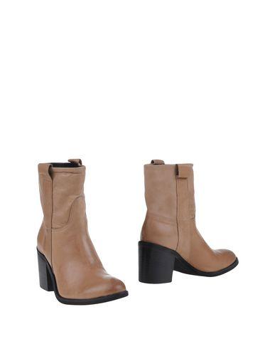 piumi-ankle-boots-female