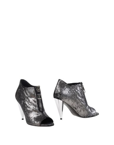 never-ever-shoe-boots-female