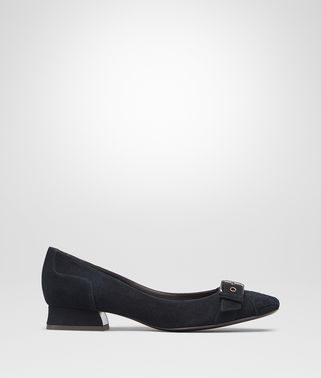 CHERBOURG PUMPS IN DARK NAVY PATENT CALF, INTRECCIATO DETAILS