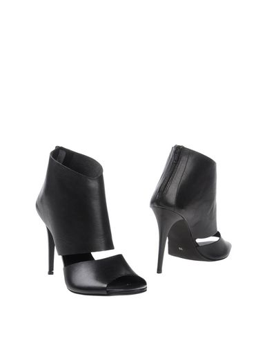 Полусапоги и высокие ботинки от EVADO