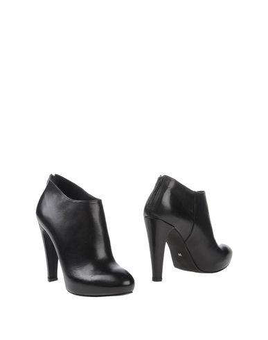 Ботинки от EVADO