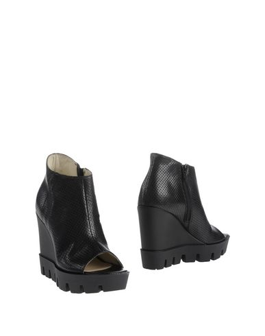 accademia-shoe-boots-female