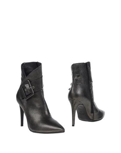 Полусапоги и высокие ботинки от JOLIE BY EDWARD SPIERS