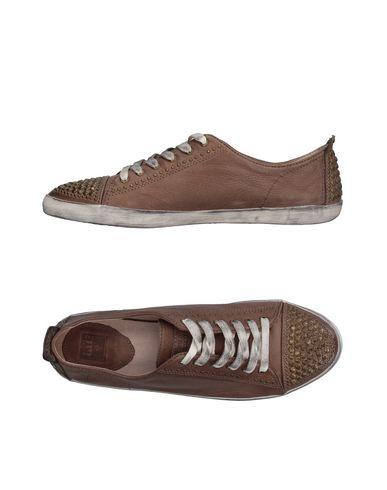 Низкие кеды и кроссовки FRYE 11108559XF