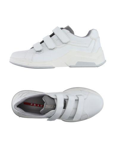 Низкие кеды и кроссовки PRADA SPORT 11129429PV