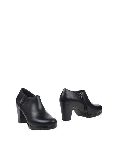 keys-shoe-boots-female