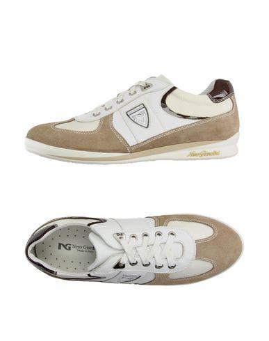 Низкие кеды и кроссовки NERO GIARDINI 11142516EG
