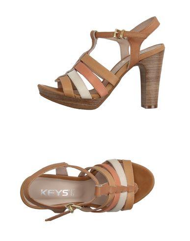 keys-sandals-female