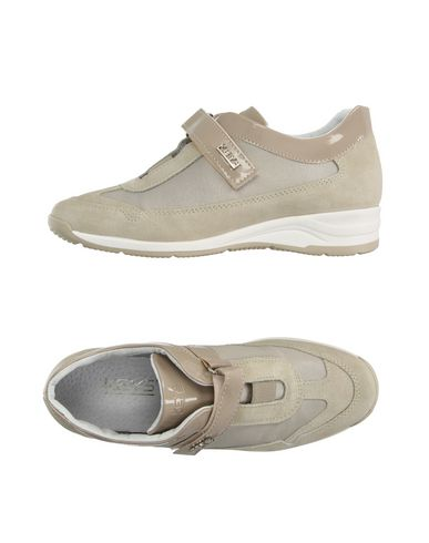 keys-low-tops-trainers-female
