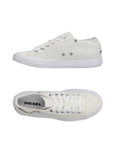 Низкие кеды и кроссовки DIESEL 11163810XK