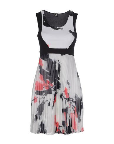 Короткое платье 1 ONE 34612487HJ
