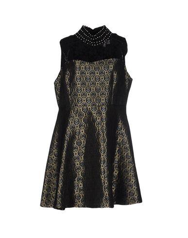 Короткое платье CHARMING 34666301DD
