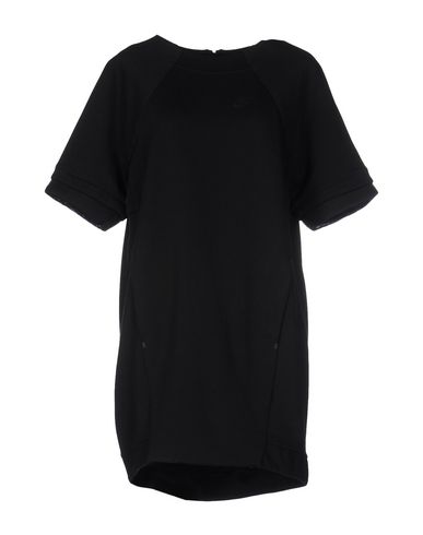 Короткое платье NIKE 34677217CS
