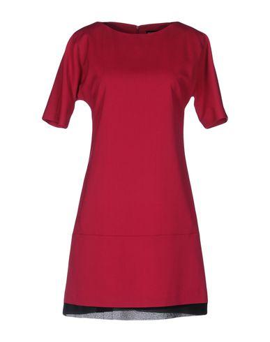 Короткое платье WHO*S WHO 34687337GA
