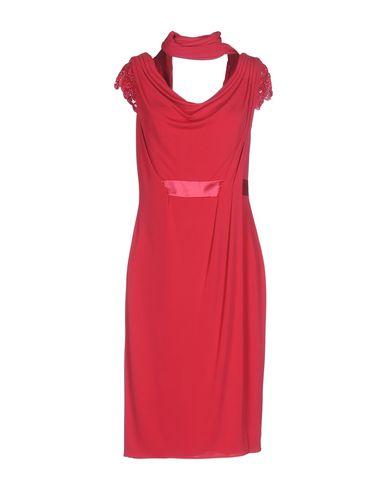 Свободное платье до колена