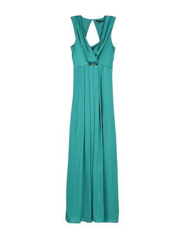 Длинное платье без рукавов