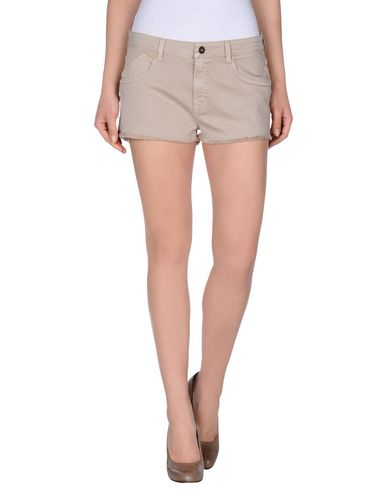 Foto GOLD CASE Shorts donna