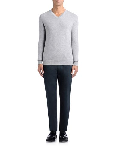 Cashmere V-Neck