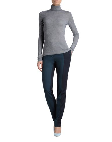 Lux Essentials Roll-Neck