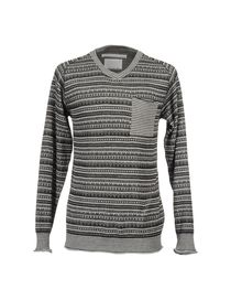 WHITE MOUNTAINEERING - V-neck