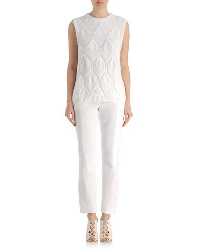Raised diamond sleeveless sweater
