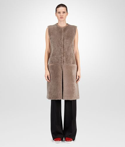 VEST IN TOFFEE SHEARLING