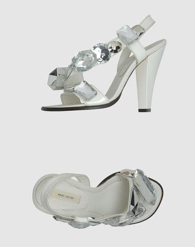 الفساتين الناعمهأطلاق شركة برادا لمجموعتها الجديده من الأحذيهتشكيلة منوعة لأحذية