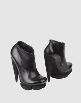 BALENCIAGA - FOOTWEAR - Ankle boots - on