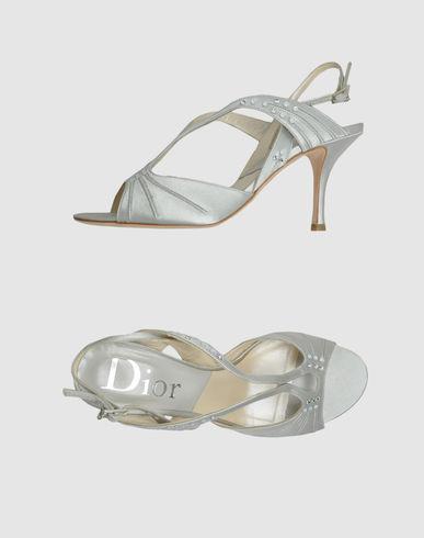 مواضيع ذات صلةأحذية جلدية عالية الكعب لشتاء عام 2013القصة