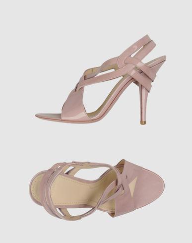 الفساتين الناعمهأطلاق شركة برادا لمجموعتها الجديده من الأحذيهانا اعشق الكعب